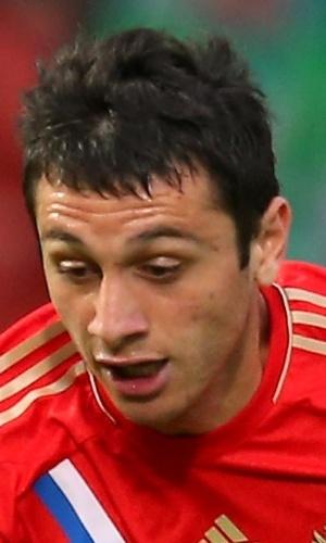 14.ago.2013 - Alan Dzagoev, da Rússia, carrega a bola durante a partida contra a Irlanda do Norte pelas eliminatórias da Copa do Mundo-2014