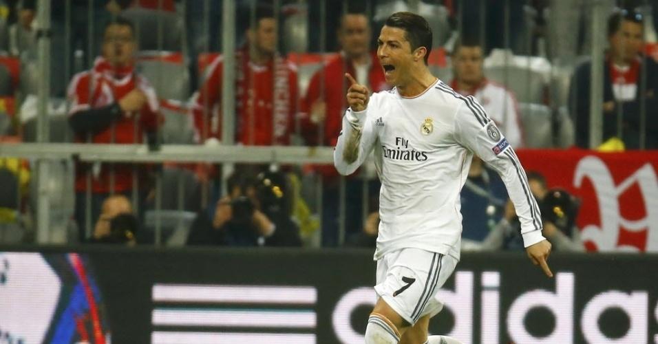 29.abr.2014 - Cristiano Ronaldo comemora após marcar o quarto gol do Real Madrid, seu 16º nesta Liga dos Campeões. Com a marca, ele garante o posto de mairo artilheiro de uma edição do campeonato