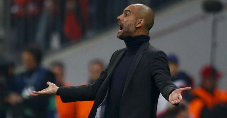 Guardiola reclama de lance durante o duelo entre Real Madrid e Bayern na Liga (29.abr.2014)