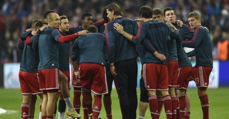 Jogadores do Bayern conversam antes do jogo contra o Real pela Liga (29.abr.2014)
