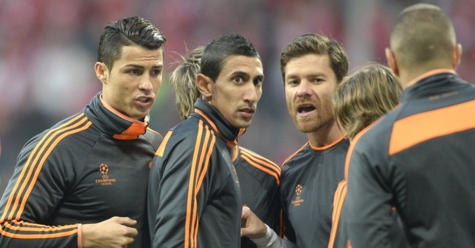 Jogadores do Real fazem aquecimento antes da partida contra o Bayern pela Liga (29.abr.2014)