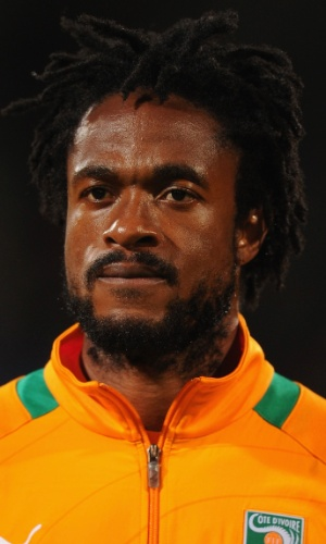 16.nov.2013 - Jean-Jacques Gosso, da Costa do Marfim, se perfila antes do jogo contra Senegal pelas eliminatórias da Copa do Mundo-2014