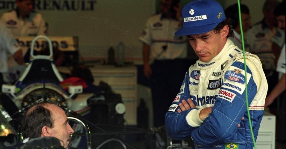 Ayrton Senna conversa com Frank Williams na sua estreia pela escuderia, em março de 1994