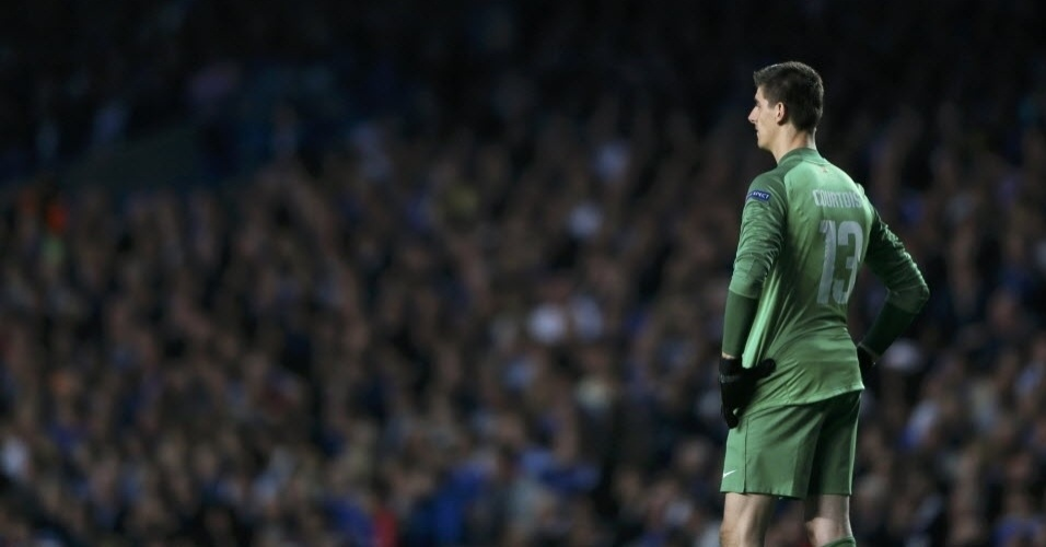 Goleiro do Atletico de Madri Thibaut Courtois lamenta após gol de Torres (30.abr.2014)