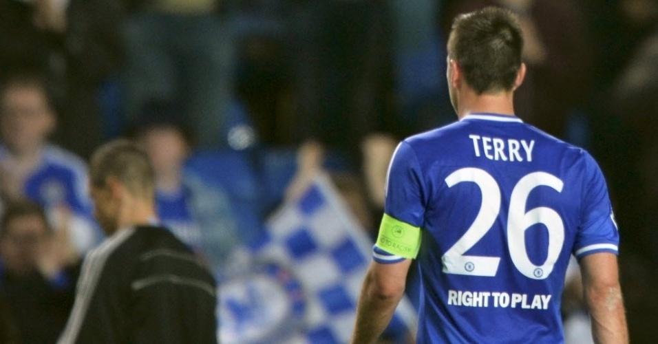 John Terry deixa o gramado do Stamford Bridge após o Chelsea ser eliminado (30.abr.2014)