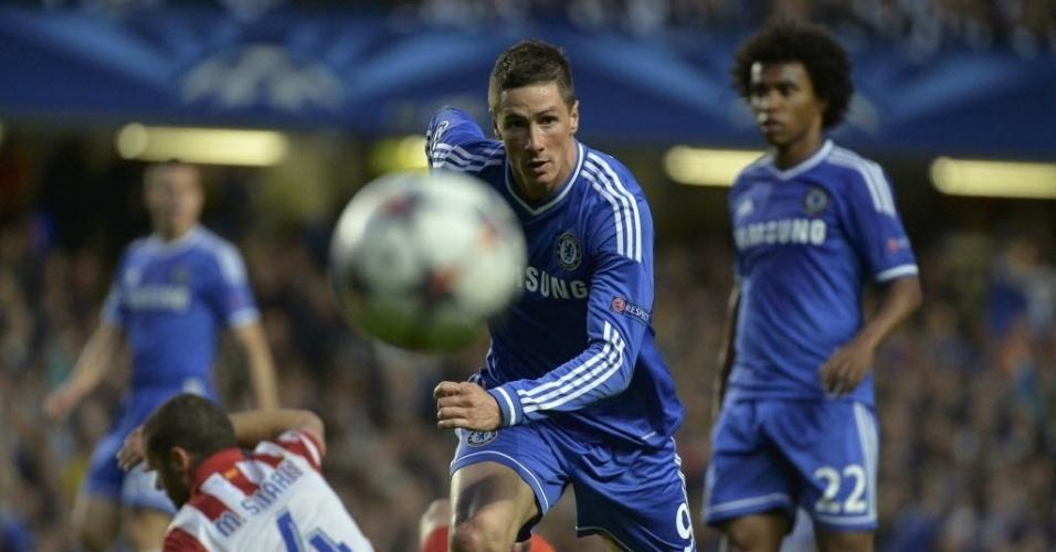 Torres corre em direção à bola na partida entre Chelsea e Atlético de Madri (30.abr.2014)