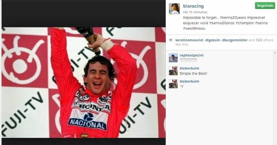 Piloto de Stock Car, brasileira Bia Figueiredo também prestou sua homenagem a Senna