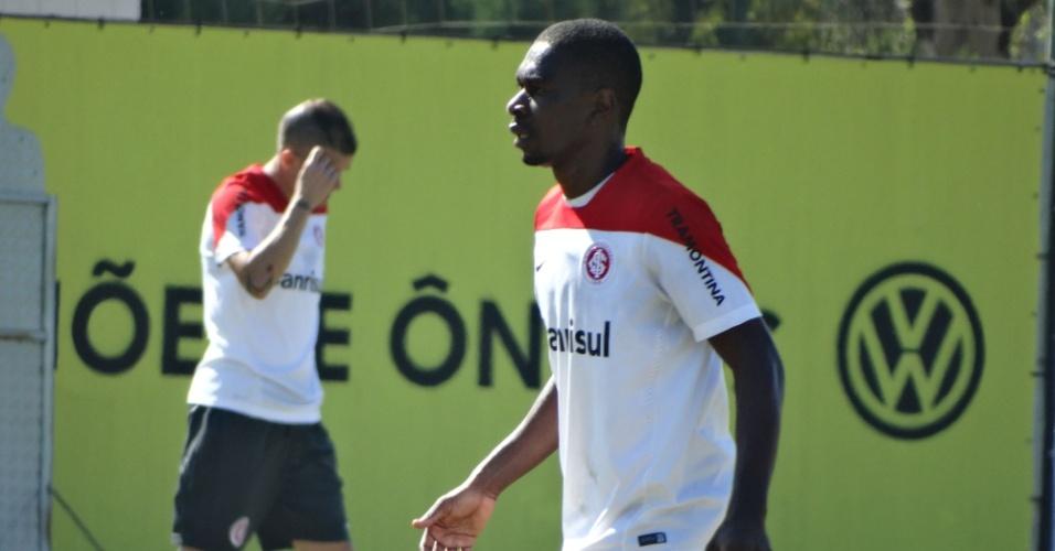 03.mai.2014 - Zagueiro Juan treina normalmente e cria dúvida sobre defesa do Inter