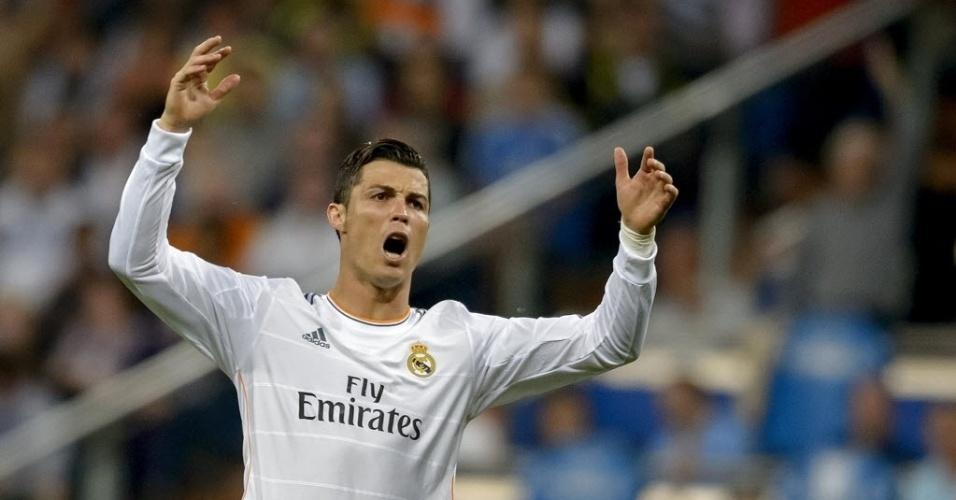 04.mai.2014 - Cristiano Ronaldo reclama de lance na partida entre Real Madrid e Valencia pelo Campeonato Espanhol