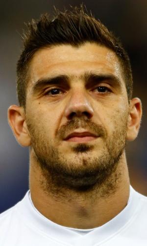 15.out.2013 - Kostas Katsouranis, da Grécia, fica perfilado antes da partida contra Liechtenstein pelas eliminatórias da Copa do Mundo-2014