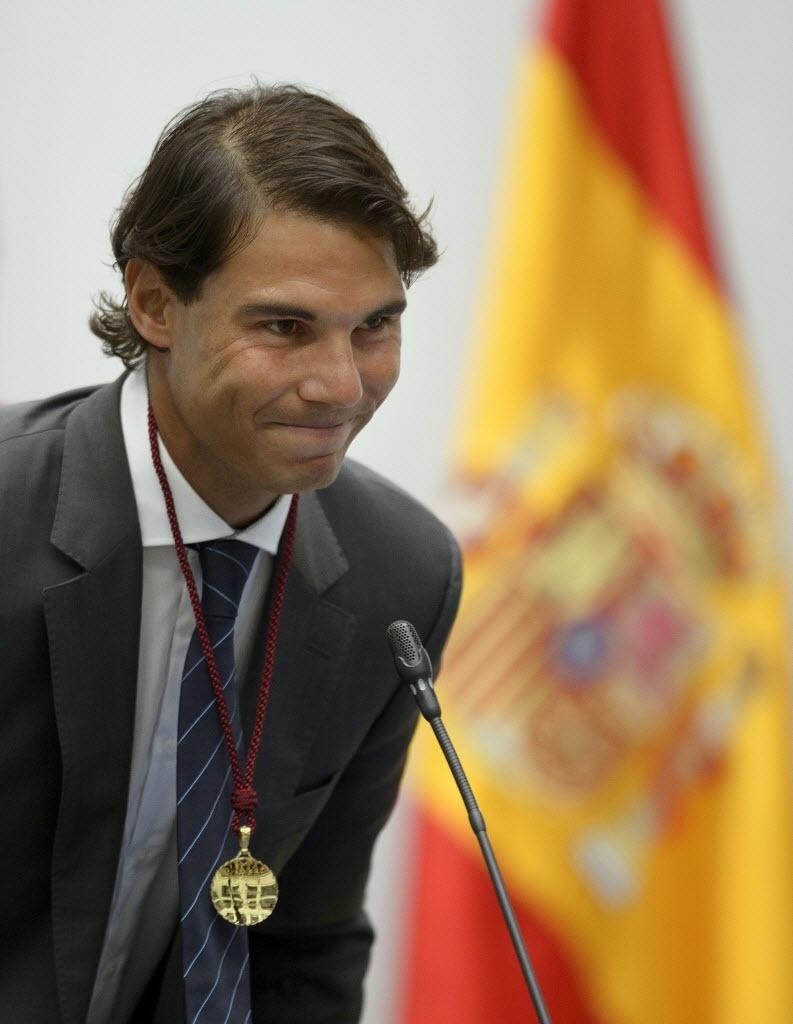 5.mai.2014 - Rafael Nadal participa de cerimônia em que ganhou os títulos de 'cidadão honorário' e de 'filho adotivo' da cidade de Madri