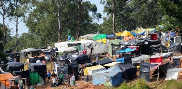 """Trabalhadores sem-teto de São Paulo montam acampamento """"Copa do Povo"""" a 4 km do Itaquerão"""