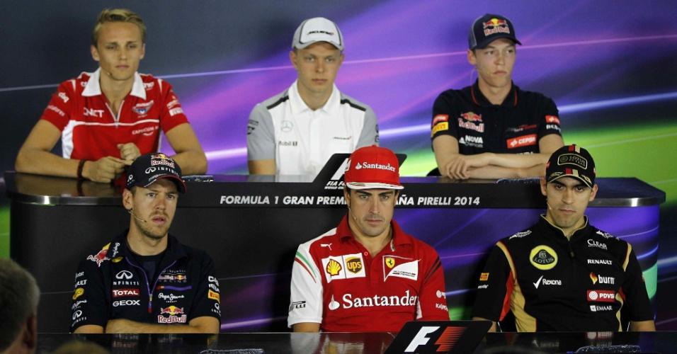 08.05.2014 - Pilotos participam de entrevista coletiva no primeiro dia de trabalhos da F1 na Espanha. No alto: Max Chilton, Kevin Magnussen e Daniil Kvyat. Abaixo: Sebastian Vettel, Fernando Alonso e Pastor Maldonado