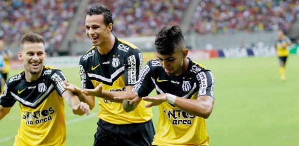 Gabriel Barbosa marcou aos cinco minutos do primeiro tempo, mas viu Santos ser dominado na etapa final