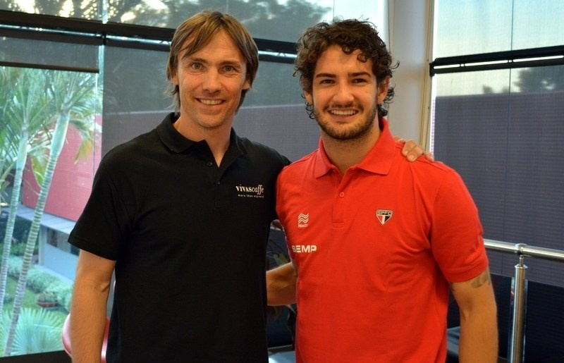 Dario Simic visita o amigo Pato no CT do São Paulo, na Barra Funda