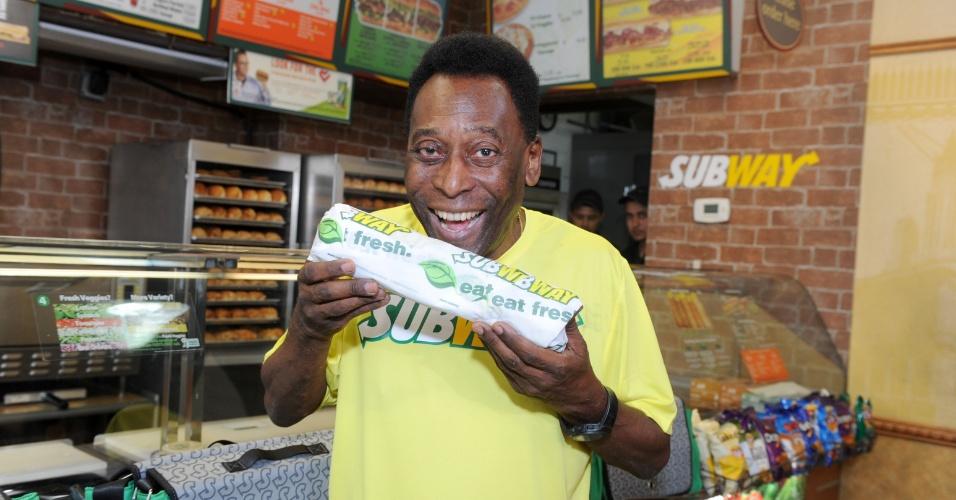 Pelé, garoto-propaganda da lanchonete Subway, disse que seu sanduíche preferido é o de atum