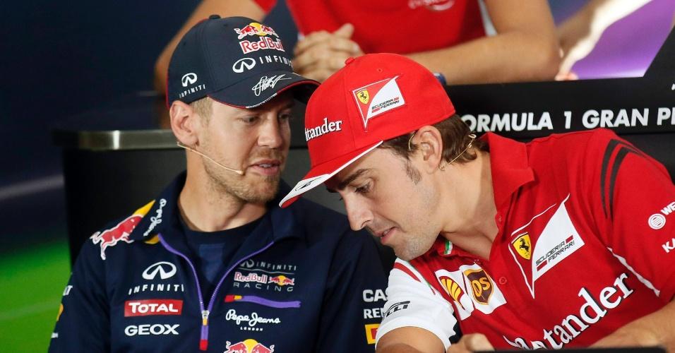 08.05.2014 - Sebastian Vettel e Fernando Alonso conversam antes da entrevista coletiva dos pilotos antes do fim de semana do GP da Espanha de Fórmula 1