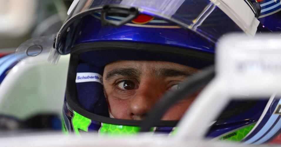 09.mai.2014 - Felipe Massa antes de ir à pista em treino livre para o GP da Espanha