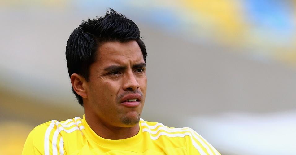 15.jun.2013 - Alfredo Talavera, goleiro do México, participa de treinamento no Maracanã