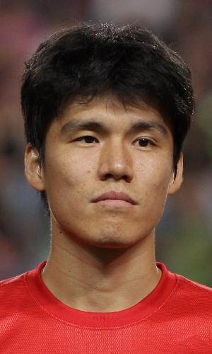 18.jun.2013 - Kim Chang-Soo, da Coreia do Sul, fica perfilado antes da partida contra o Irã pelas eliminatórias da Copa do Mundo-2014