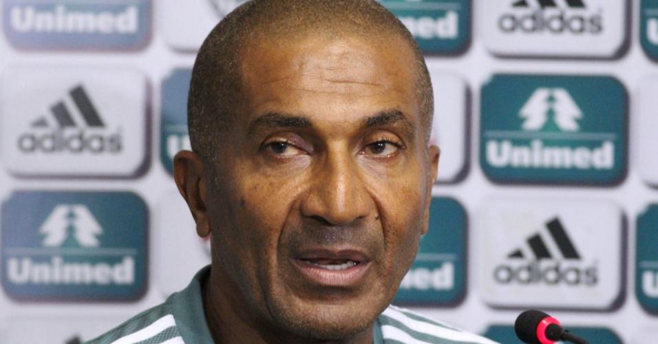 9.maio.2014 - O técnico Cristóvão Borges concede entrevista coletiva no Fluminense