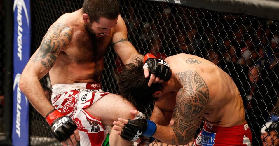 Erick Silva leva joelhada de Matt Brown durante o UFC de Cincinatti
