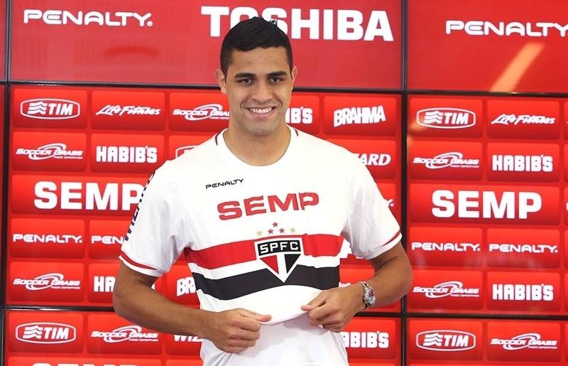 Alan Kardec veste a camisa do São Paulo
