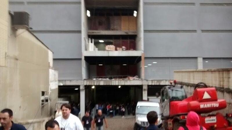 Teste na Arena da Baixada conta com máquinas e parte do estádio em reforma