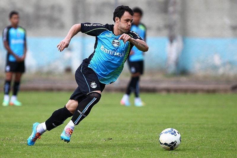 16 mai 201 - Kleber Gladiador participa de treinamento do Grêmio mas ainda não volta ao time