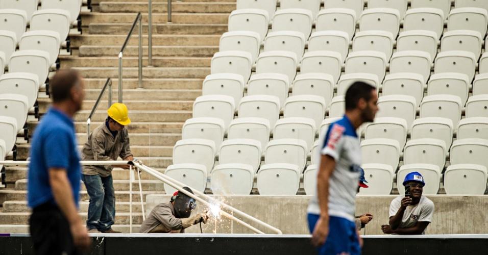 Jogadores do Corinthians realizaram treinamento, nesta sexta-feira, no Itaquerão; estádio terá sua primeira partida oficial no próximo domingo