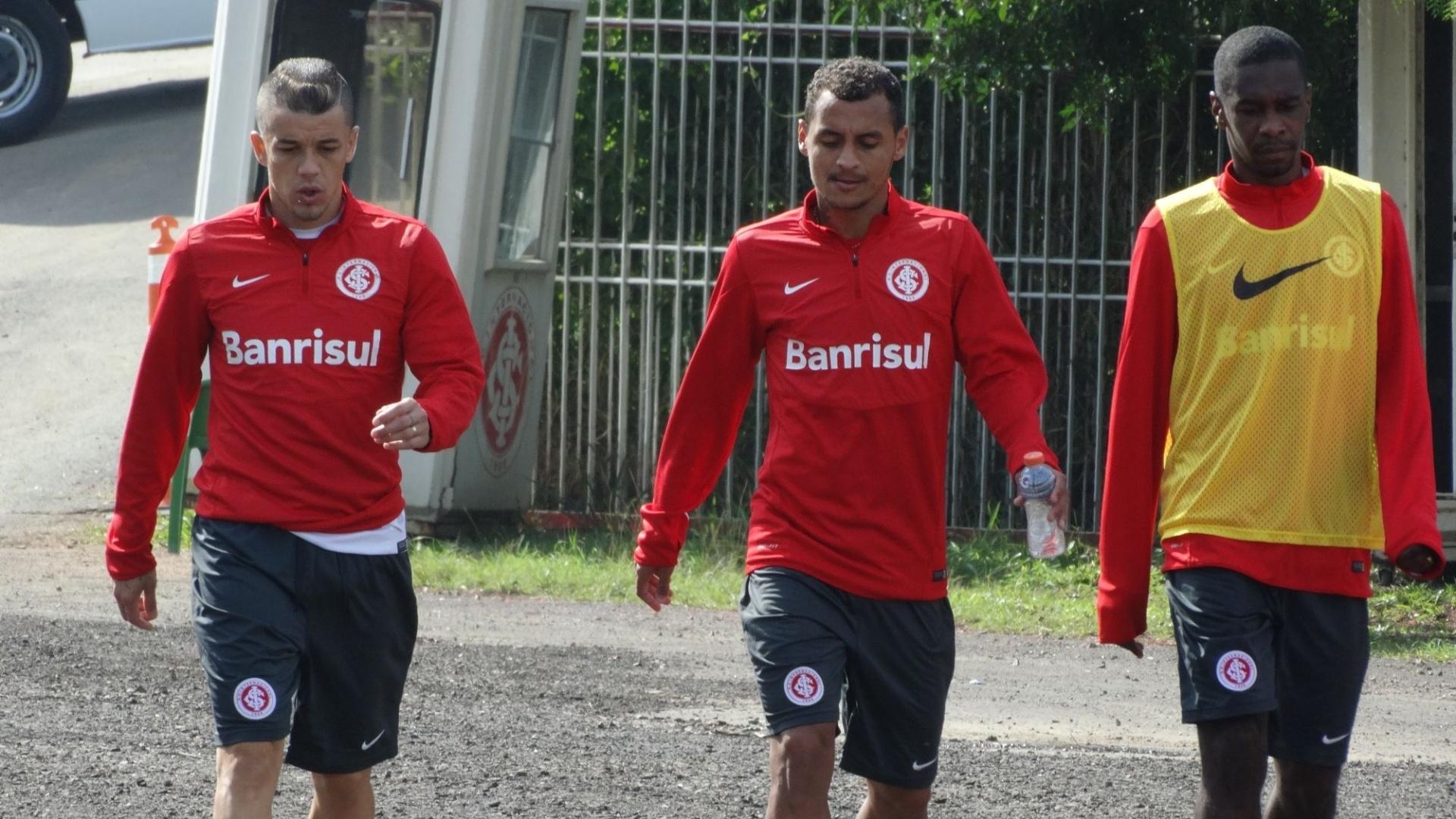 17.mai.2014 - D'Alessandro, Alan Patrick e Juan voltam de treino fechado no Beira-Rio
