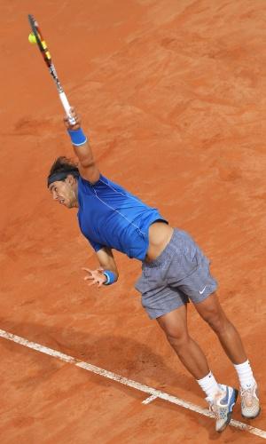 18.mai.2014 - Rafael Nadal saca durante a final do Masters 1000 de Roma, contra Novak Djokovic