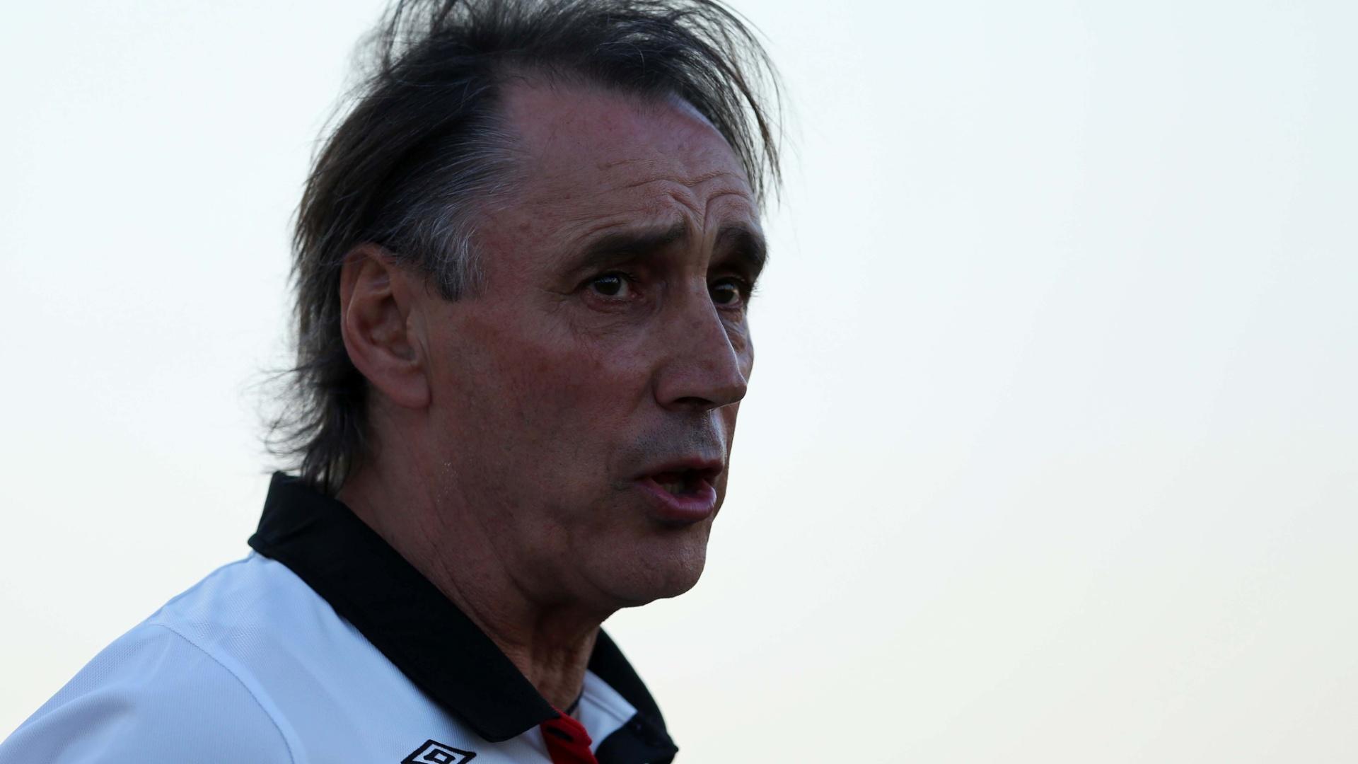 Miguel Ángel Portugal, técnico do Atlético-PR, está pressionado no cargo após novo tropeço do clube