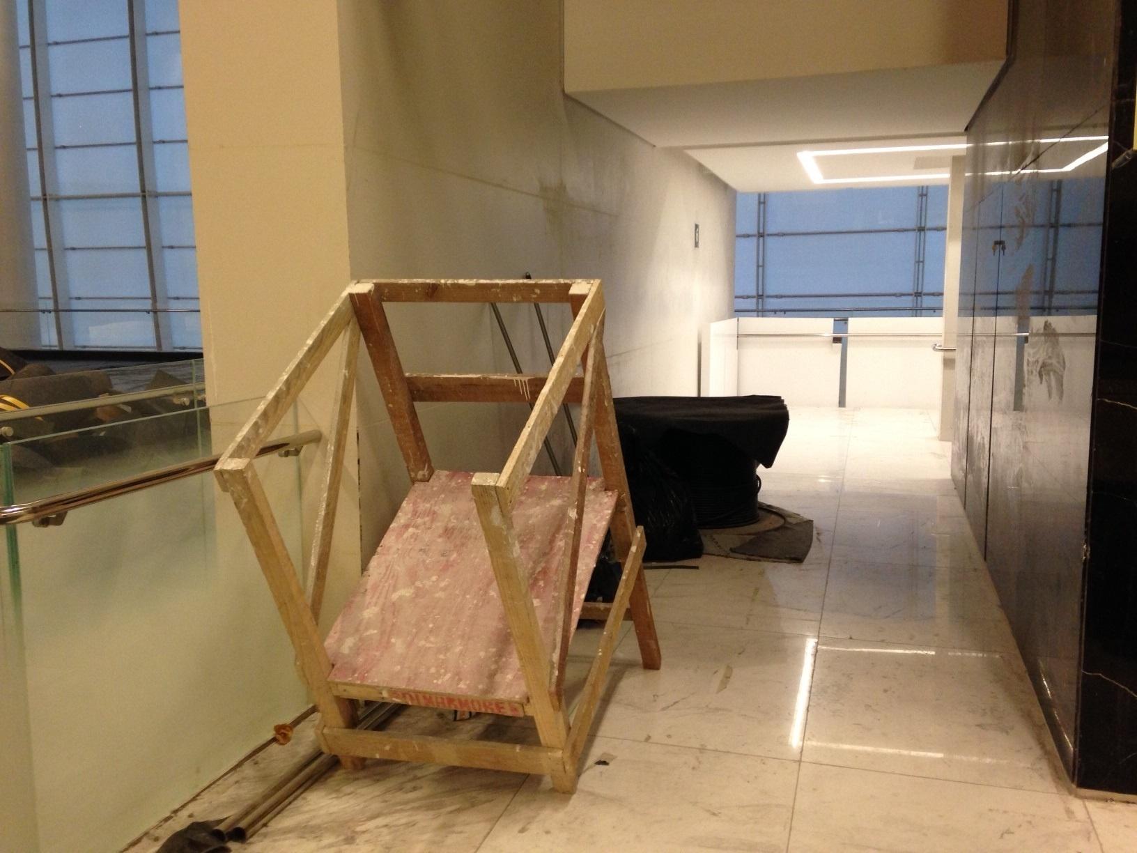 18.mai.2014 - Interior do Itaquerão ainda tem uma série de equipamentos e elementos que mostram que a obra não está concluída.