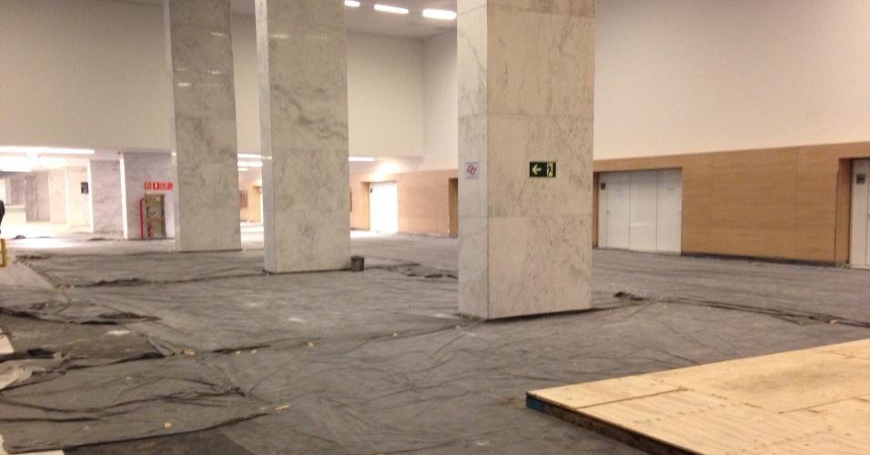 18.mai.2014 - Itaquerão foi inaugurado com Corinthians x Figueirense, mas ainda tem obras no interior.