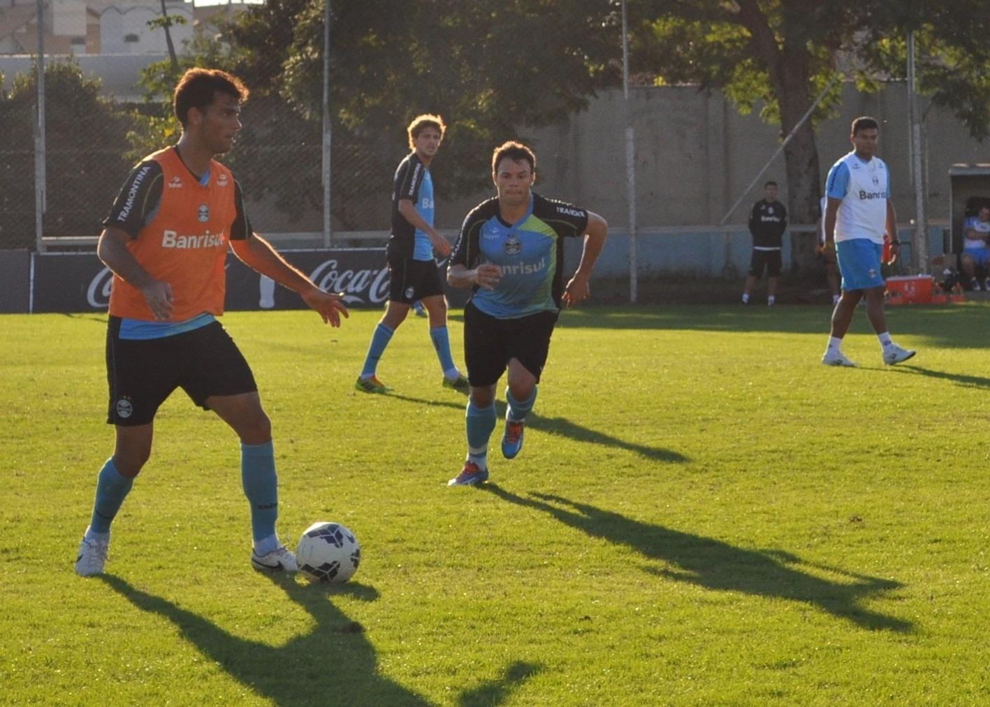 19 mai 2014 - Kleber Gladiador treina como centroavante no Grêmio