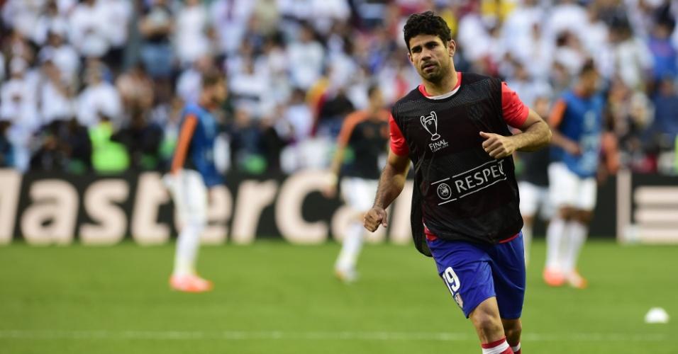 24.05.2014 - Diego Costa bate bola no gramado do estádio da Luz