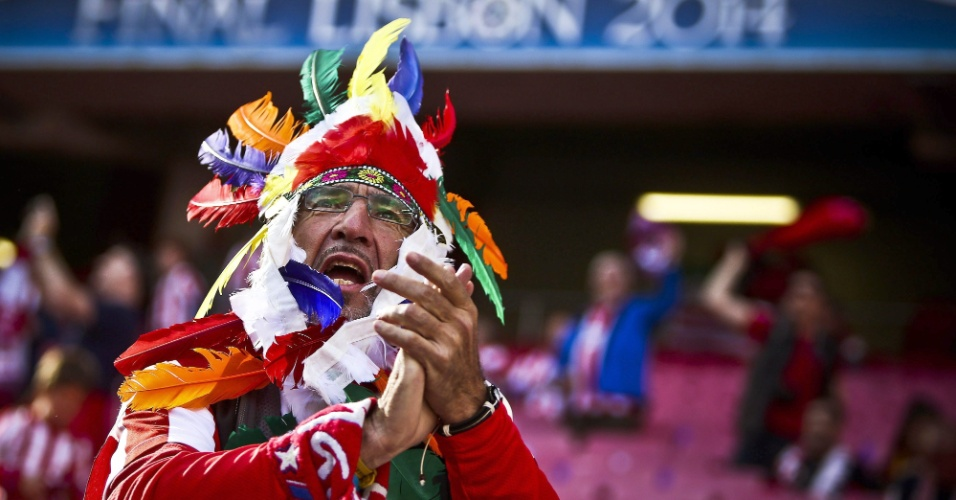 24.05.2014 - Torcedor do Atlético de Madri exagera na fantasia para a final da Liga dos Campeões