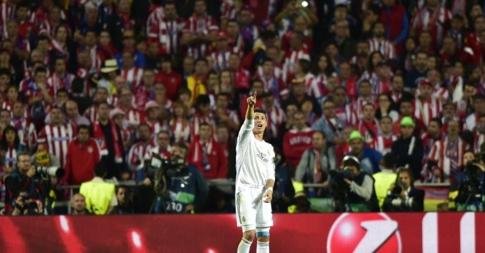 24.mai.2014 - Cristiano Ronaldo aponta para a torcida na final da Liga dos Campeões