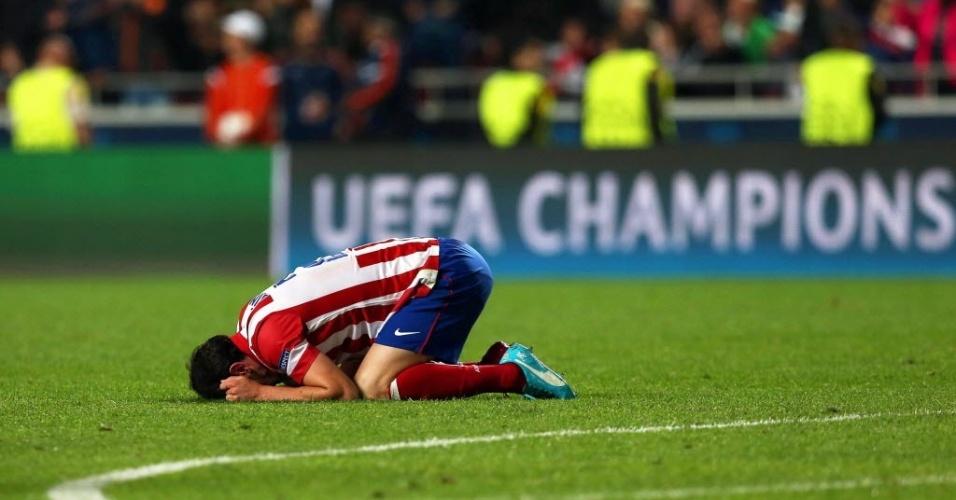 24.mai.2014 - Juanfran chora pela derrota nos últimos minutos da prorrogação
