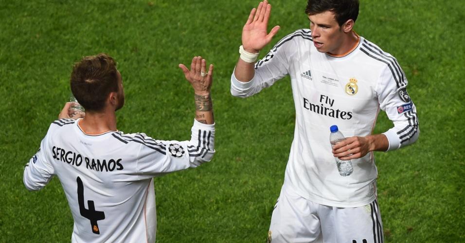 24.mai.2014 - Sergio Ramos e Bale se preparam para prorrogação na final da Liga dos Campeões