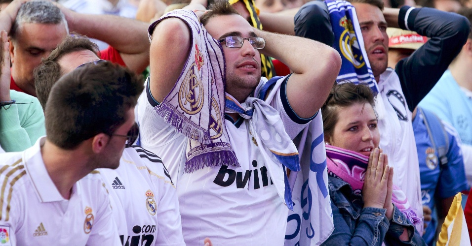 24.mai.2014 - Torcedores do Real Madrid lamentam gol do Atlético de Madri na Liga dos Campeões