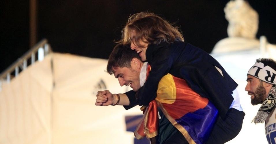 25.05.2014 - Modric salta sobre Casillas durante as comemorações do título da Liga dos Campeões