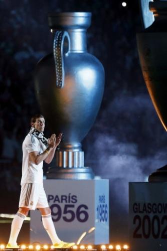 25.mai.2014 - Bale aplaude título do Real na comemoração no Bernabeu