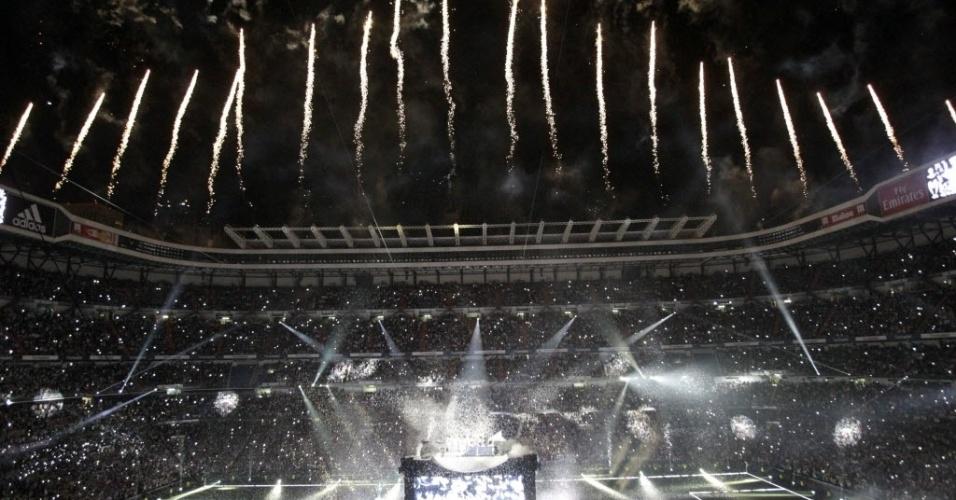 25.mai.2014 - A festa no Santiago Bernabeu teve fogos e muito papel