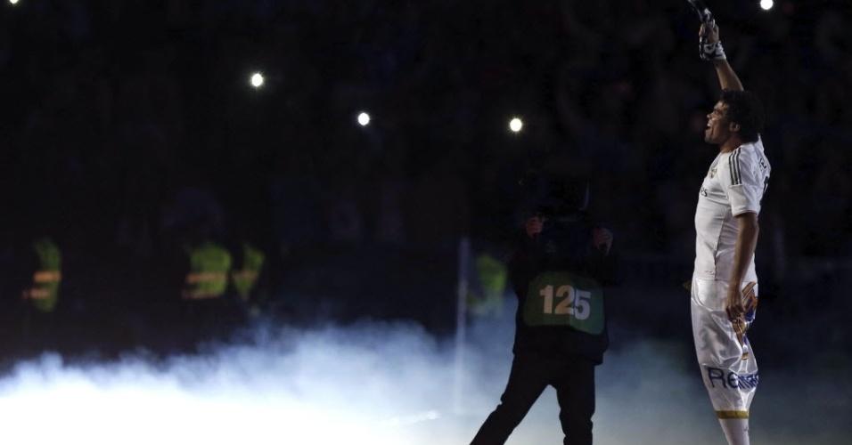 25.mai.2014 - Pepe pula e vibra com a torcida neste domingo no Bernabeu
