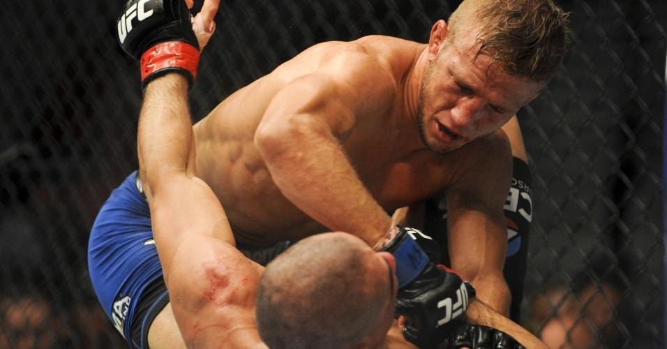 Desafiante TJ Dillashaw castiga Renan Barão, vence por nocaute no quinto round e toma para si o cinturão peso galo do UFC