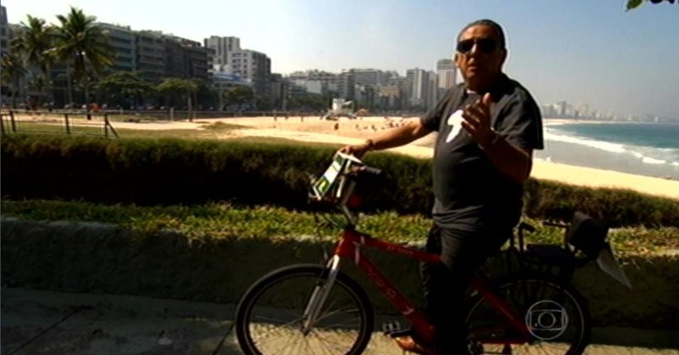 Galvão Bueno andando de bicicleta durante o
