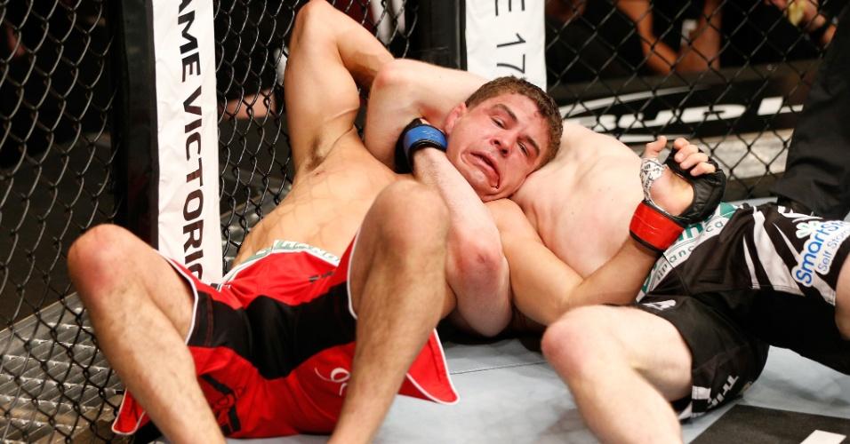 Mitch Clarke estrangula Al Iaquinta e vence no UFC 173