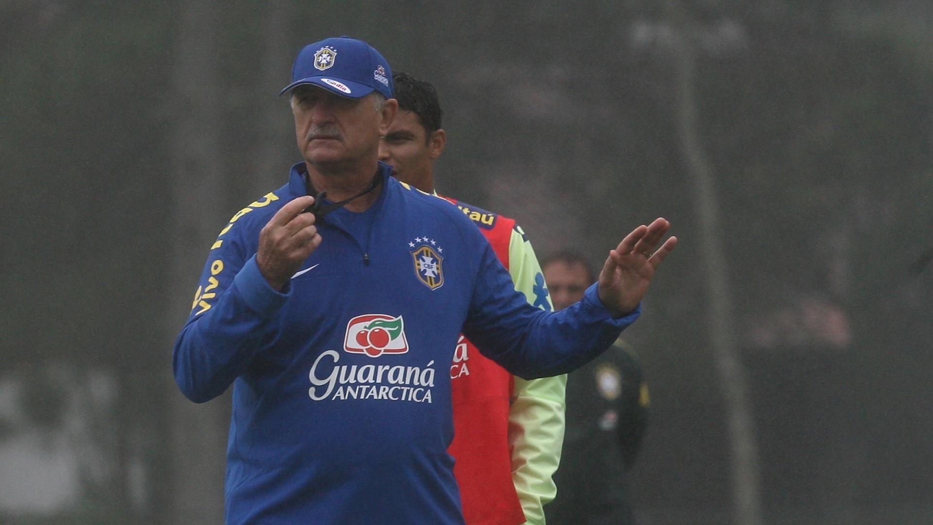 28.mai.2014 - Felipão comanda treino da seleção brasileira na Granja Comary, em Teresópolis